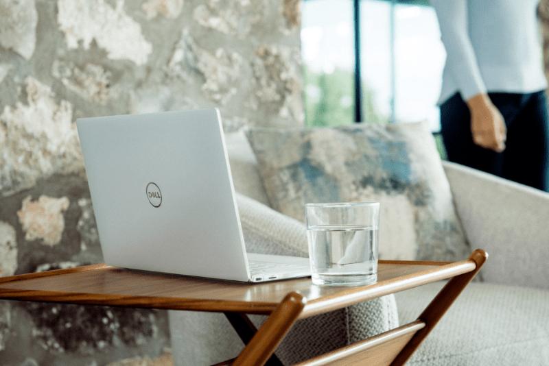 まとめ:ノートパソコンの購入に迷ったら、mouse MB-J501SIPZIかApple MacBook Proがおすすめ